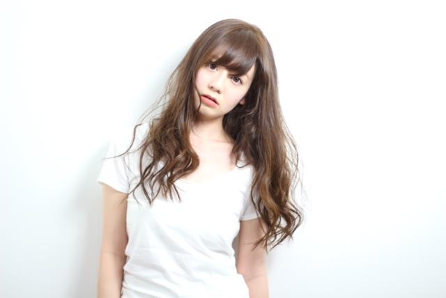 大人女性の色気を秘めたヌーディーカールで魅了!  hair  吉永武司