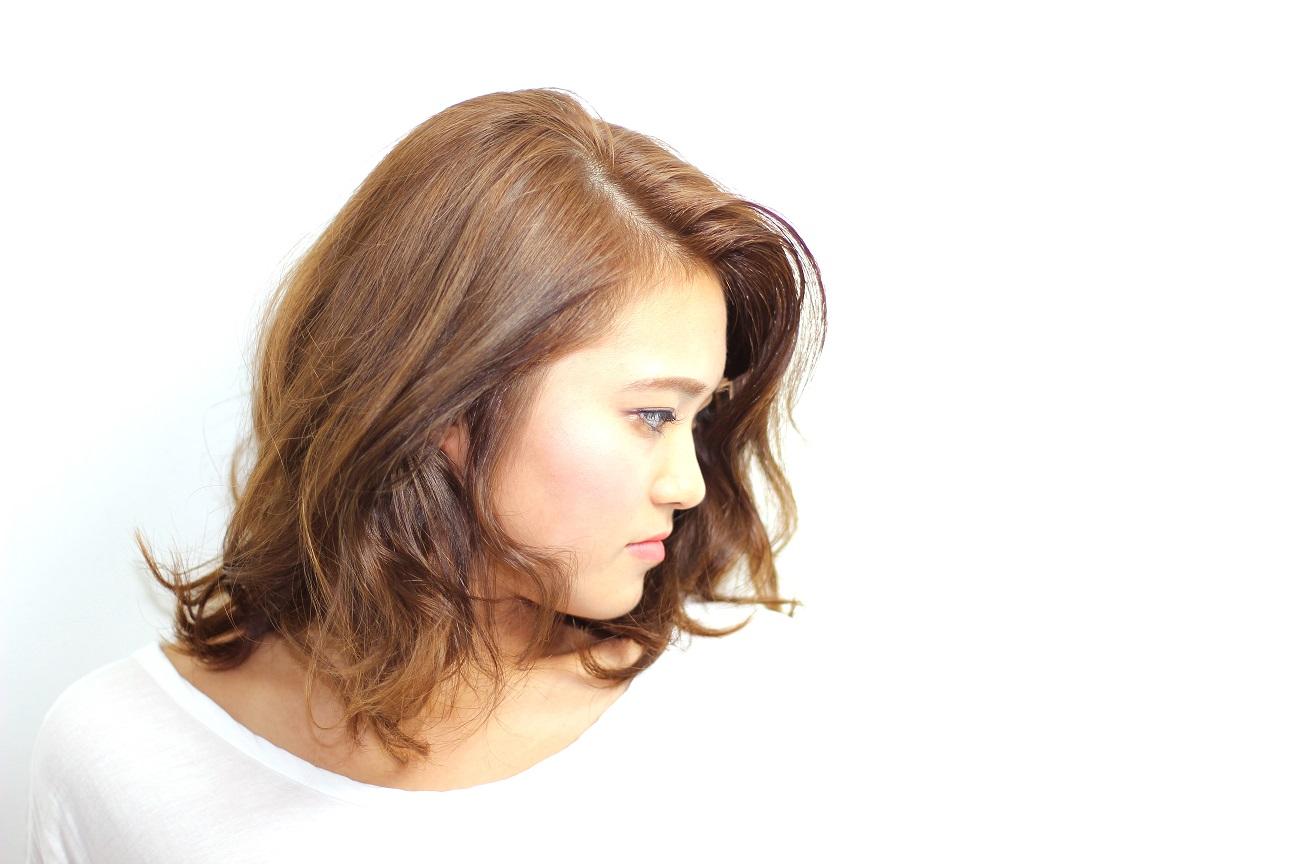 サイドパートのかきあげバングで大人スタイルに   hair  吉永武司