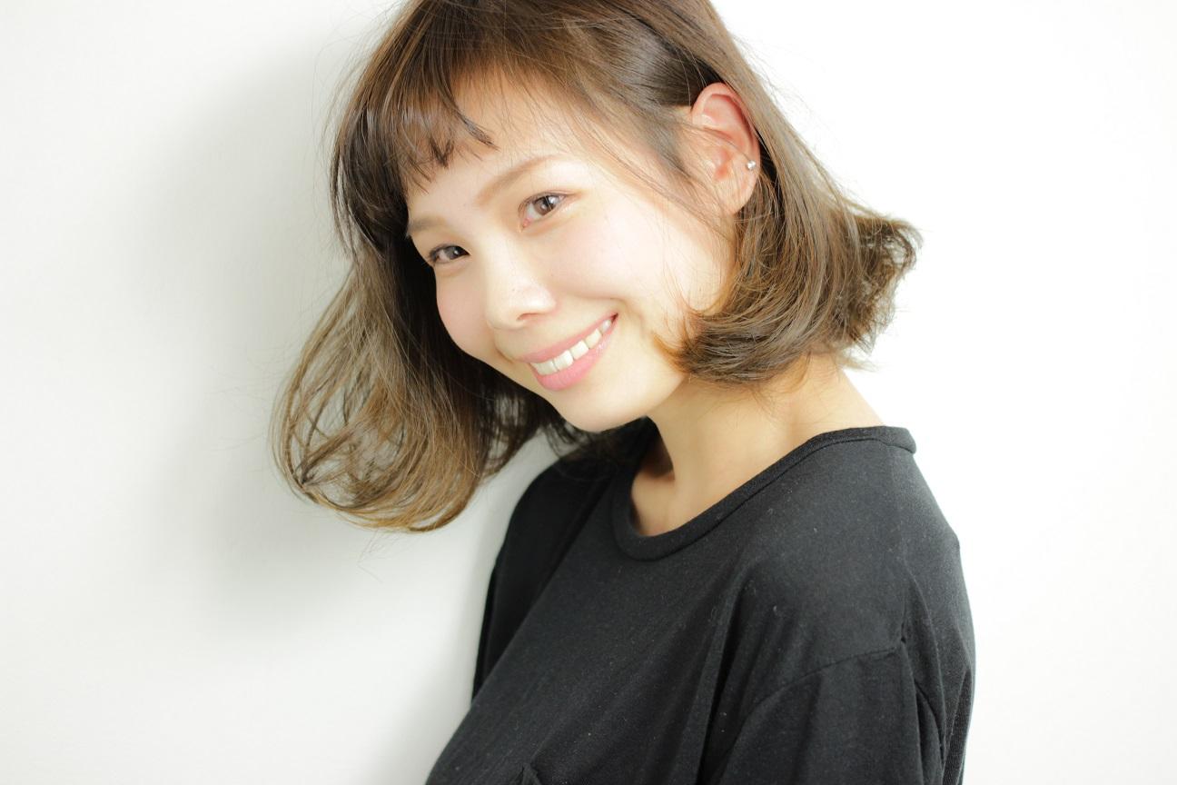 すそ広がりのフォルム×グレイジュの洗練ヘア    HAIR    吉永 武司