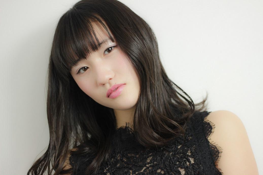 セミウェットな質感でアンニュイな表情を演出 HAIR 吉永武司