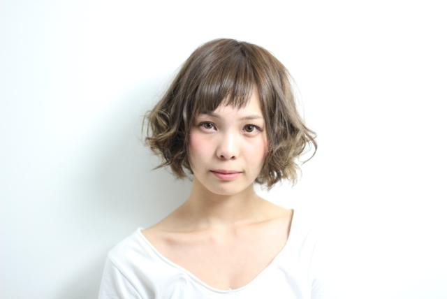 クラシカルボブの先をいくチャーミングなウェーブ感! hair 吉永武司