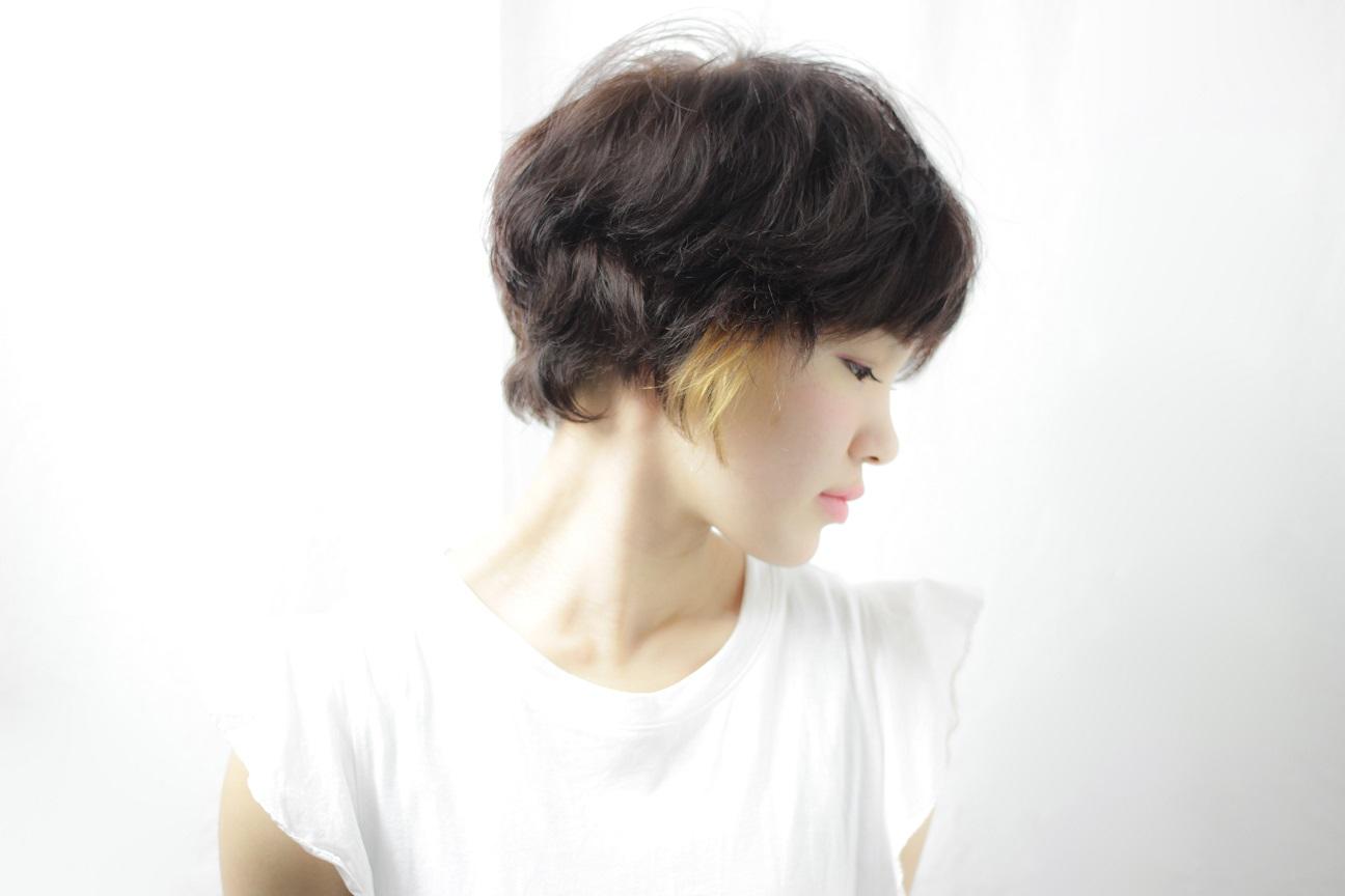 ショートに興味ある方必見!洗いざらしのようなラフさがかっこいい女性を演出        HAIR  吉永 武司