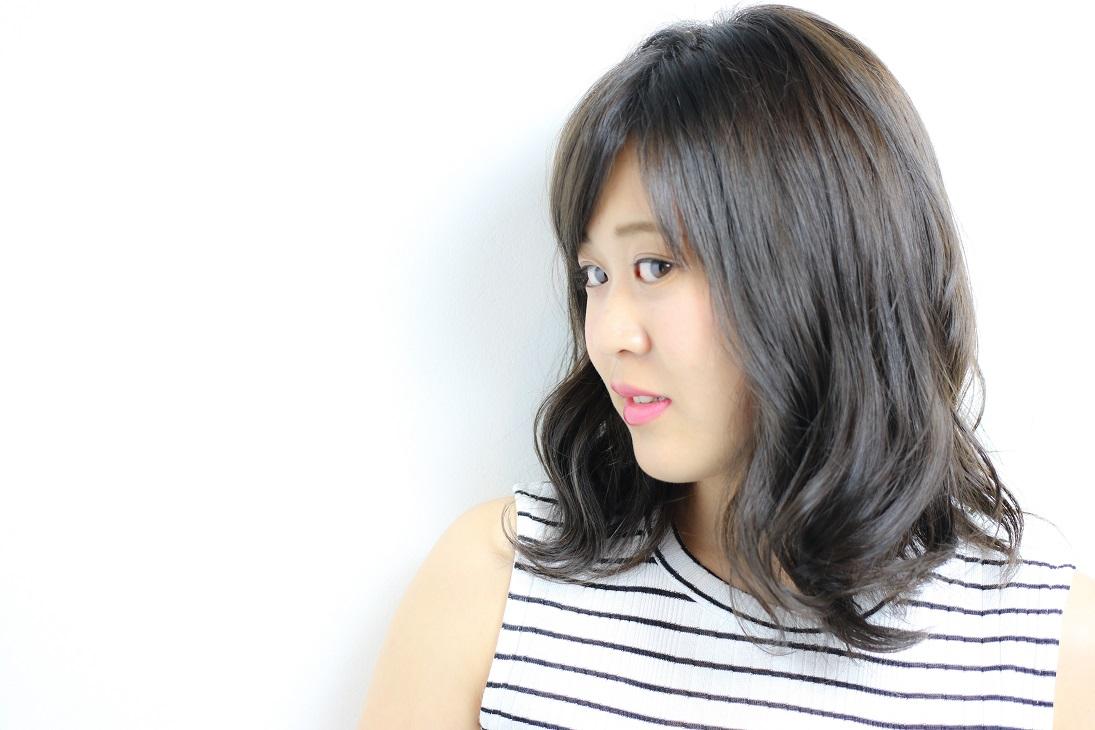 毛先のカールをプラス!大人可愛いミディスタイル    HAIR 古賀久美子